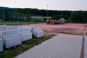 Bauarbeiten für den Kunstrasenplatz haben begonnen